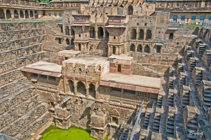 Chand-Baori-Well-India[1]